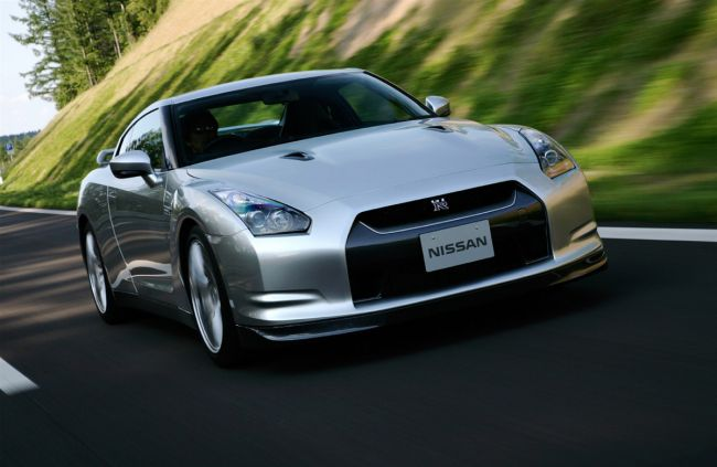 Nissan_GT-R_official1_MotorAuthority_002.jpg